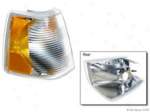 1988-1990 Volvo 760 Turn Signal Light Apa/uro Parts Volvo Turn Eminent Light W0133-1605747 88 89 90