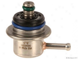 2000-2002 Ford E-150 Econoline Fuel Pressure Regulator Motorcraft Ford Fuel Pressure Regulator W0133-1700612 00 01 02