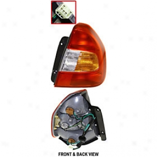 2000-2002 Hyundai Accent Tail Light Replacement Hyundai Tail Light H730119 00 01 02