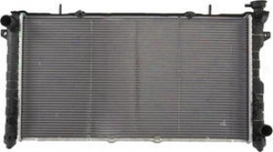 2001-2004 Chrysler Town & Nation Radiator Apdi Chrysler Radiator 8012311 01 02 03 04