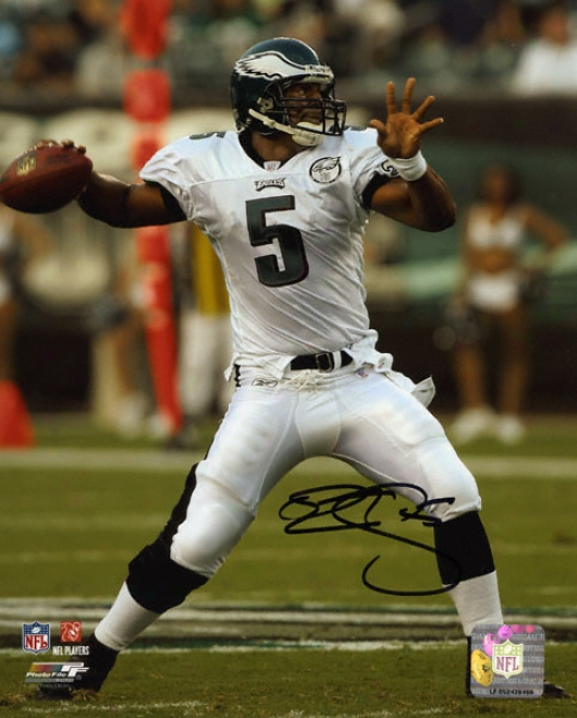 Donovan Mcnabb Philadelphia Eagl3s - Dropping Back - Autographed 8x10 Phottograph