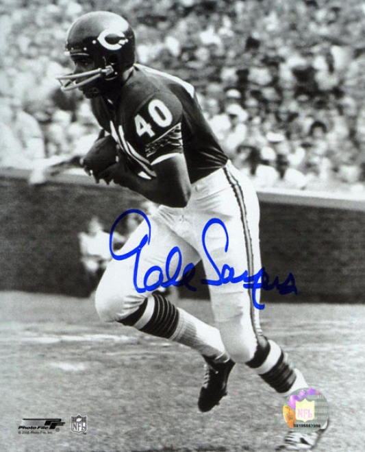 Gale Sayers Chicago Bears Black And White Autographed 8x10 Photograph