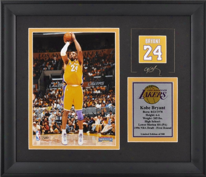 Kobe Bryant Los Angeles Lakers Framed 6x8 Pyotpgraph With Facsimile Signature And Plate - Limited Edition Of 500