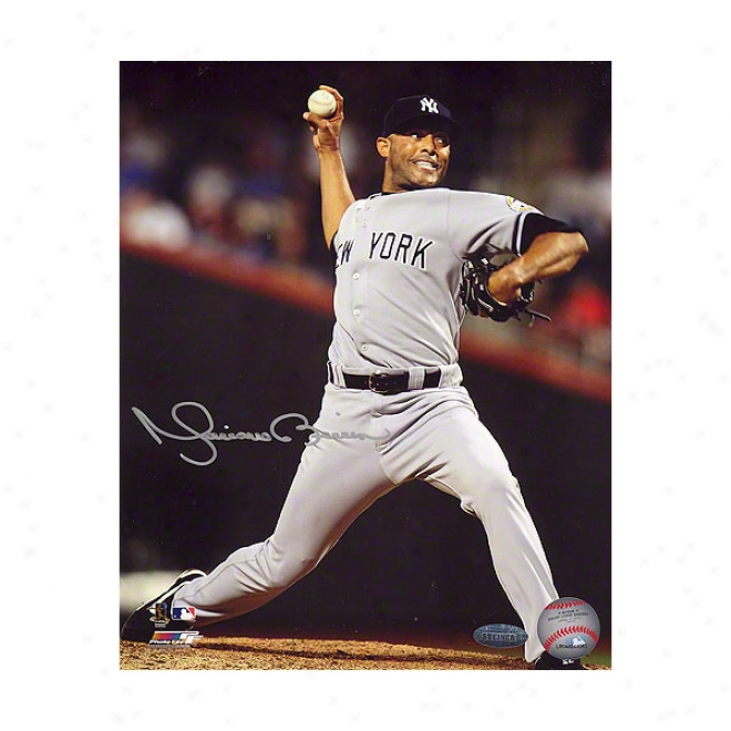 Mariano Rivera New York Yankees 16x20 Autograpyed 2009 500th Save Photograph