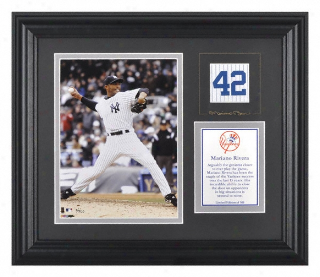 Mariano Rivera New York Yankees Framed 6x8 Photograph With Facsimile Signature And Plare