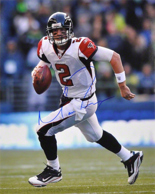 Matt Ryan Autographe 16x20 Phofograph  Details: Atlanta Falcons, Run With Globe