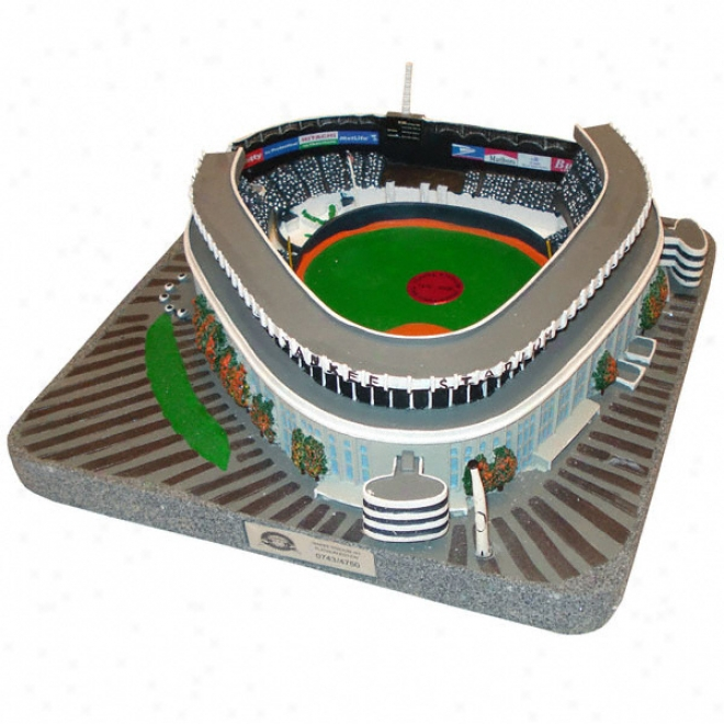 New Yo5k Yankees - Old Yankee Stadium Replica With Final Pitch Medallion - Platinum Series