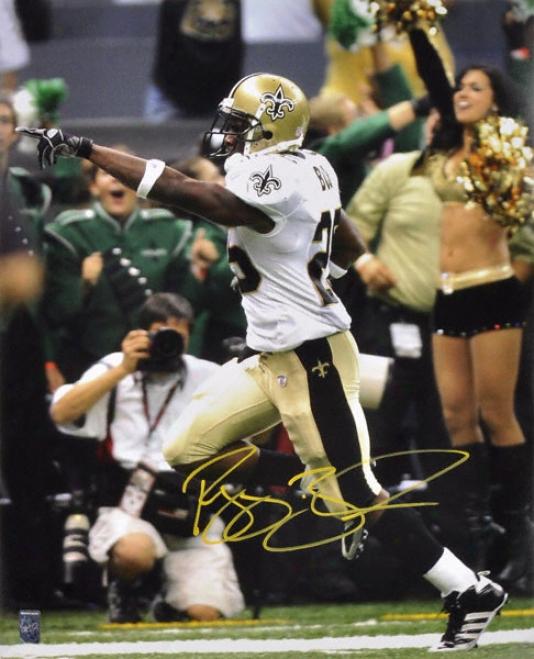 Reggie Bush New Orleans Saints - Pointing - Autographed 16x20 Photograph