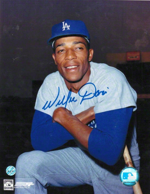 Willie Davis Los Angeles Dodgers Autographed 8x10 Photo Pose