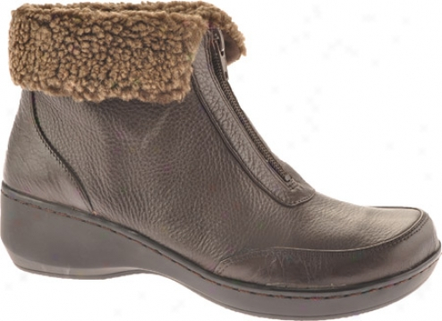 Easy Spirit Defy (women's) - Dark Brown Leather
