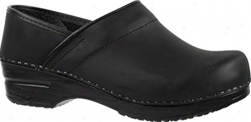 Sanita Clogs Professional Oil Closed (women's) - Black