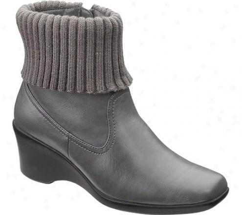 Soft Style Cozy (women's) - Dark Grey Vitello