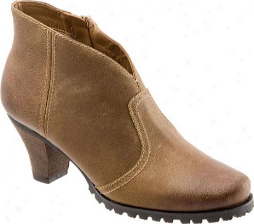 Softwalk Dakota (women's) - Wheat Distressed Suede