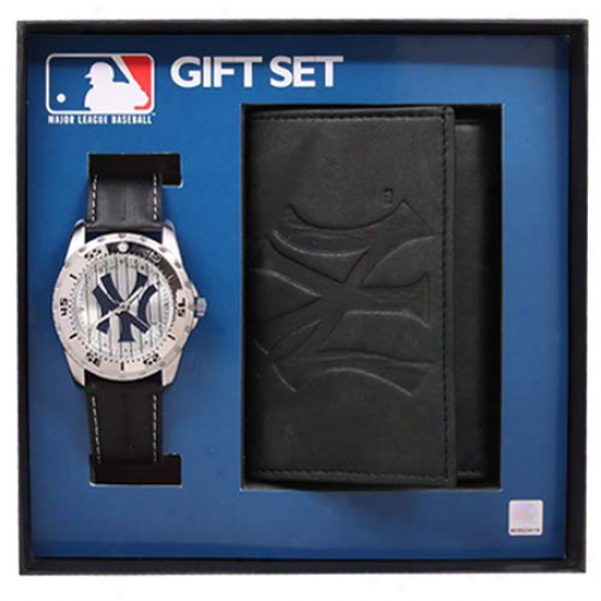 New York Yankees Watch & Wallet Gift Set