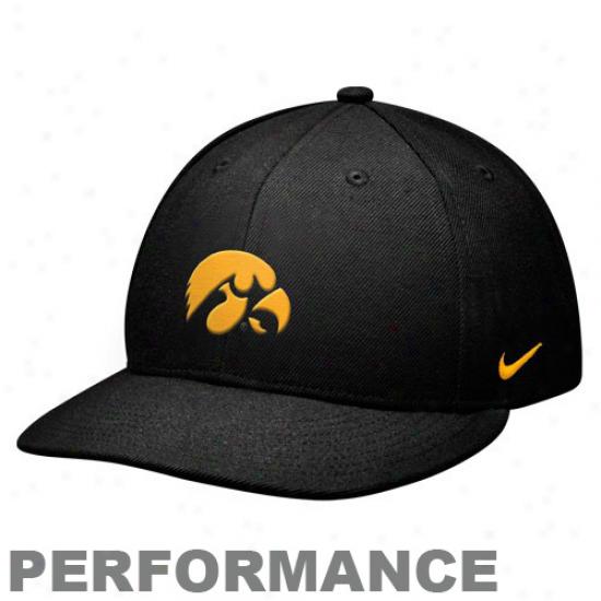 Nike Iowa Hawkeyes Blaxk Sideline Swoosh Flex Hat