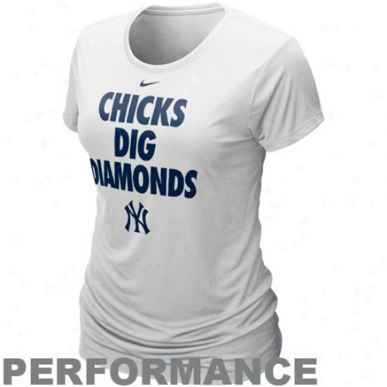 Nike New York Yankees Ladies Chicks Dig Diamonds White Performance T-shirt